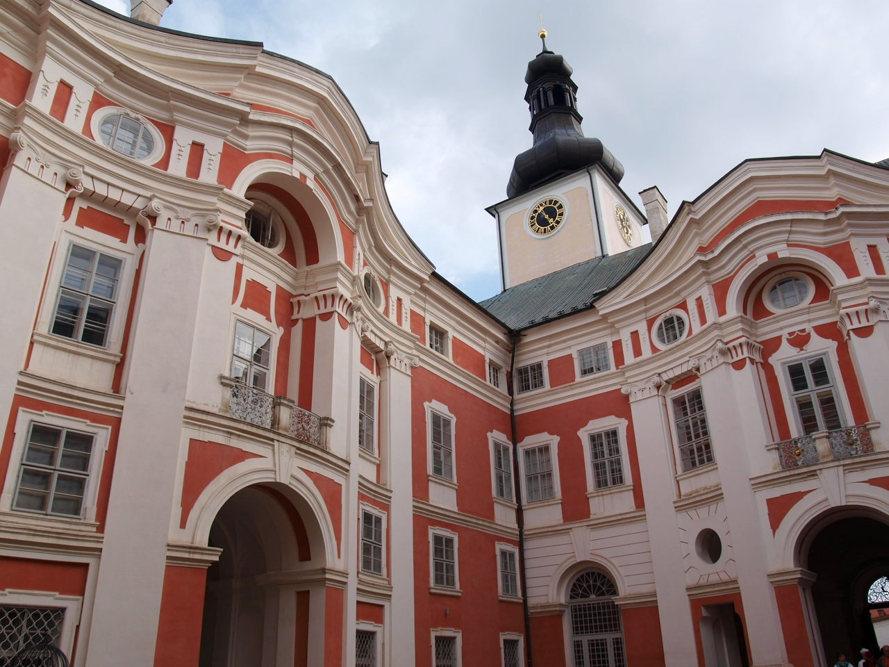 bromov klasztor benedyktynów